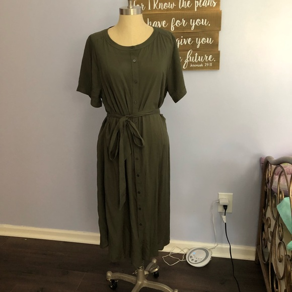 LOFT Dresses & Skirts - NWOT LOFT PLUS TIE WAIST SHIRTDRESS